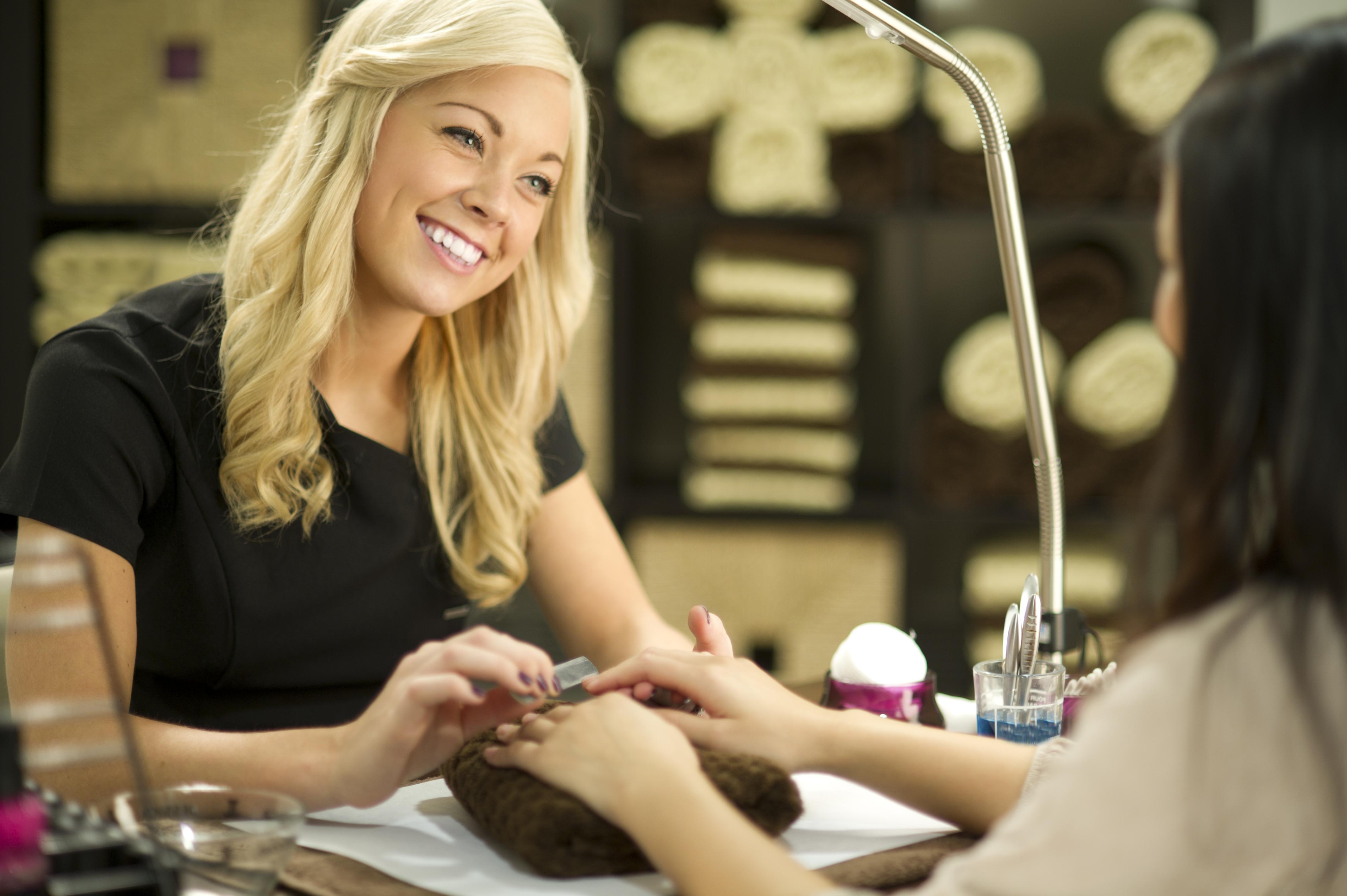 Может ли парикмахер быть и мастером маникюра